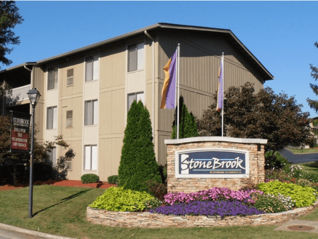 Image of apartment in Roanoke, VA located at 3301 Circle Brook Dr Apt H