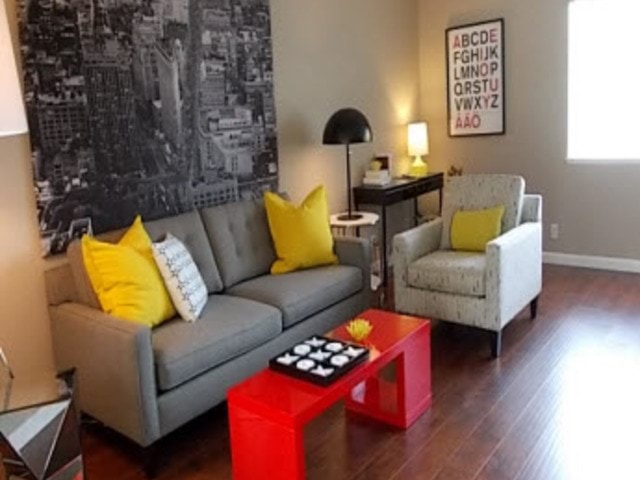 Image of apartment in Sacramento, CA located at 7901 La Riviera Drive