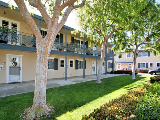 Apartment for Rent in Newport Beach