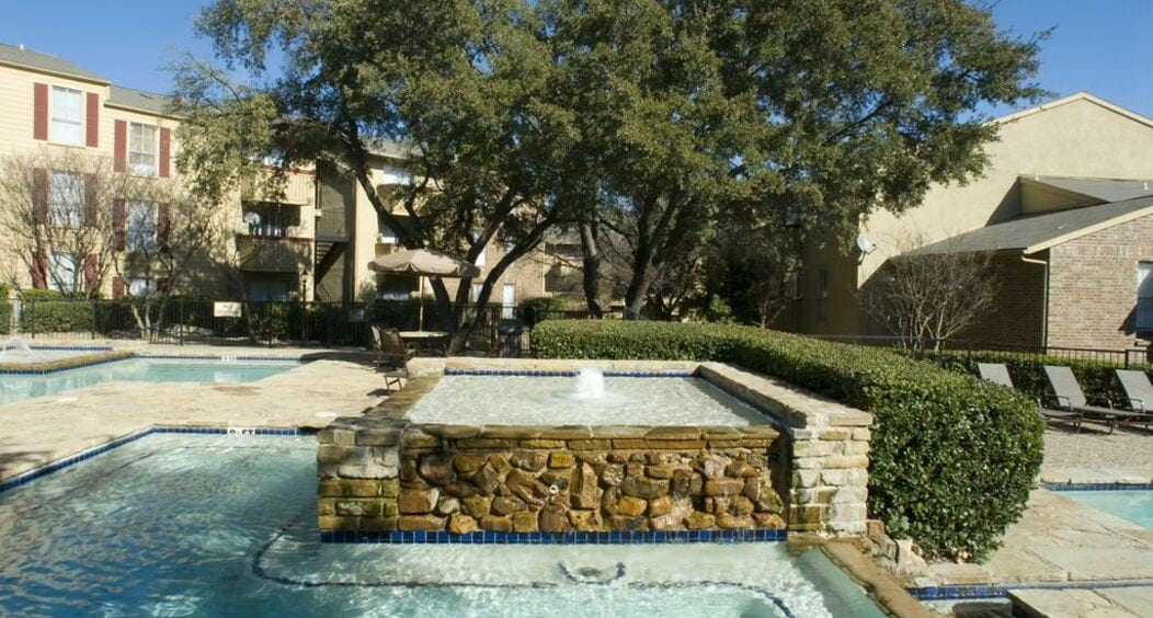 Linda Vista Apartments in Far North Dallas TX