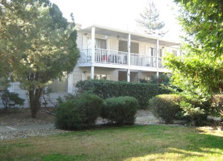 Colonial garden yuba city ca apartments for rent for Landscaping rocks yuba city ca