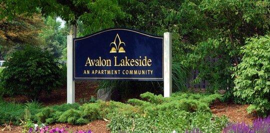 Avalon Lakeside - Wheaton, IL Apartments for Rent