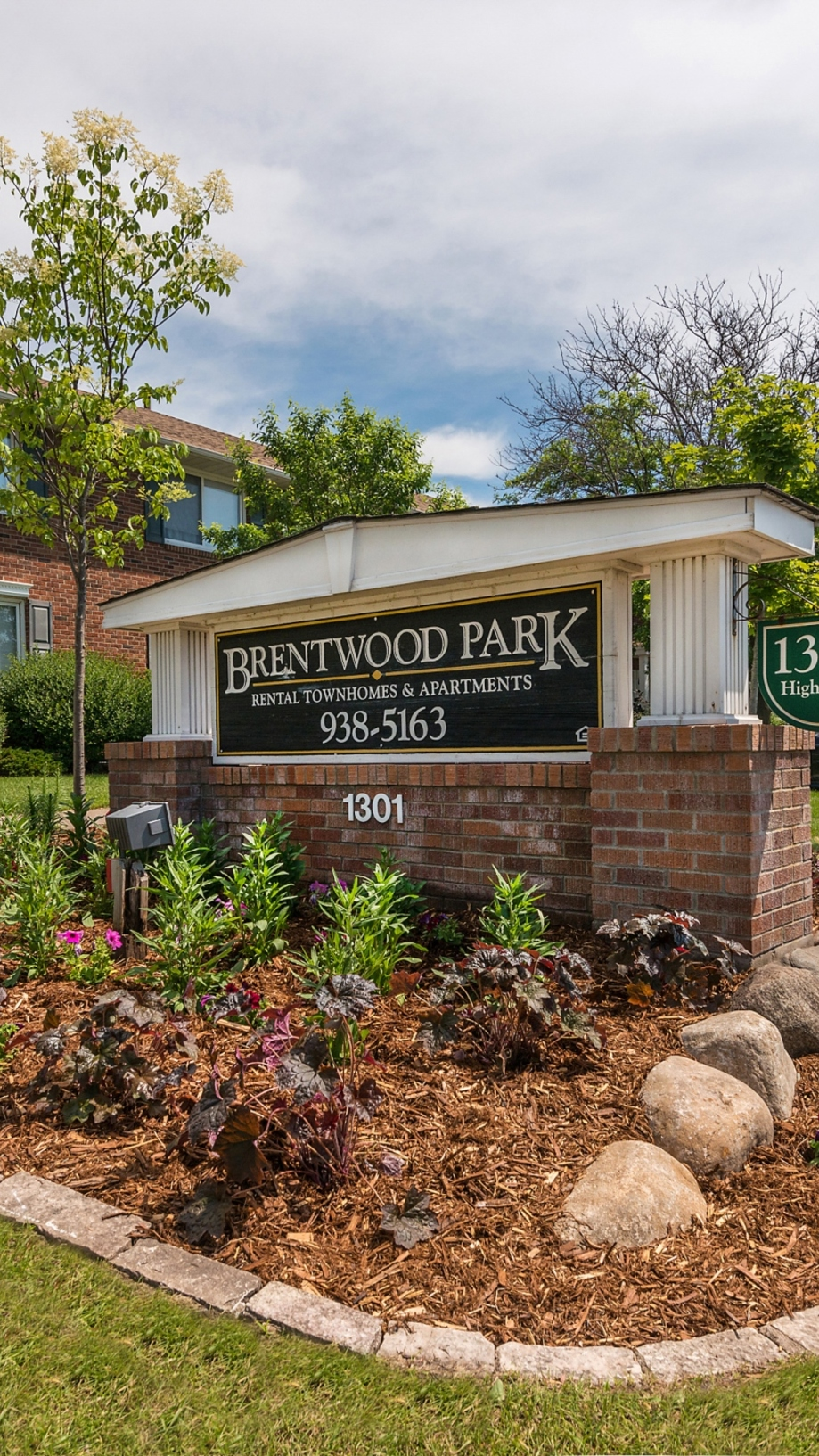 Contact Brentwood Park Townhomes Apartments in Hopkins , MN