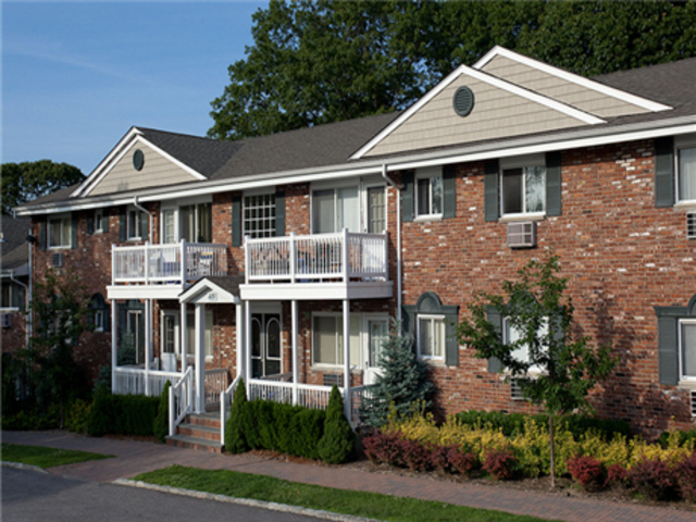 Fairfield At New England Village Apartments