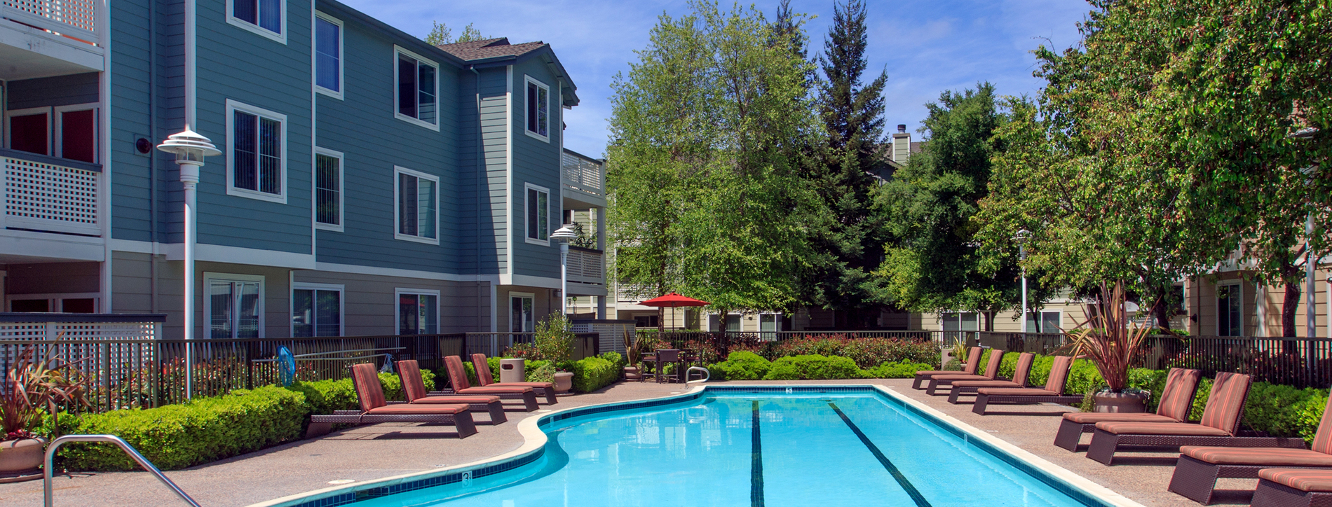 Amador Village S Resort Style Pool And Sundeck