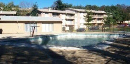 New Carrollton apts with pool. Walk to Metro! - New ...