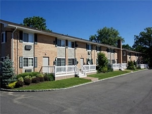 Fairfield Court | West Babylon, New York, 11704   MyNewPlace.com