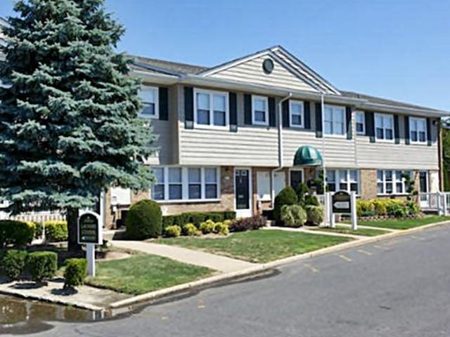 Fairfield Pines East Apartments