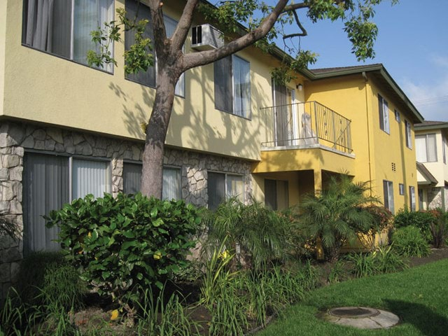 Apartment for Rent in Downey