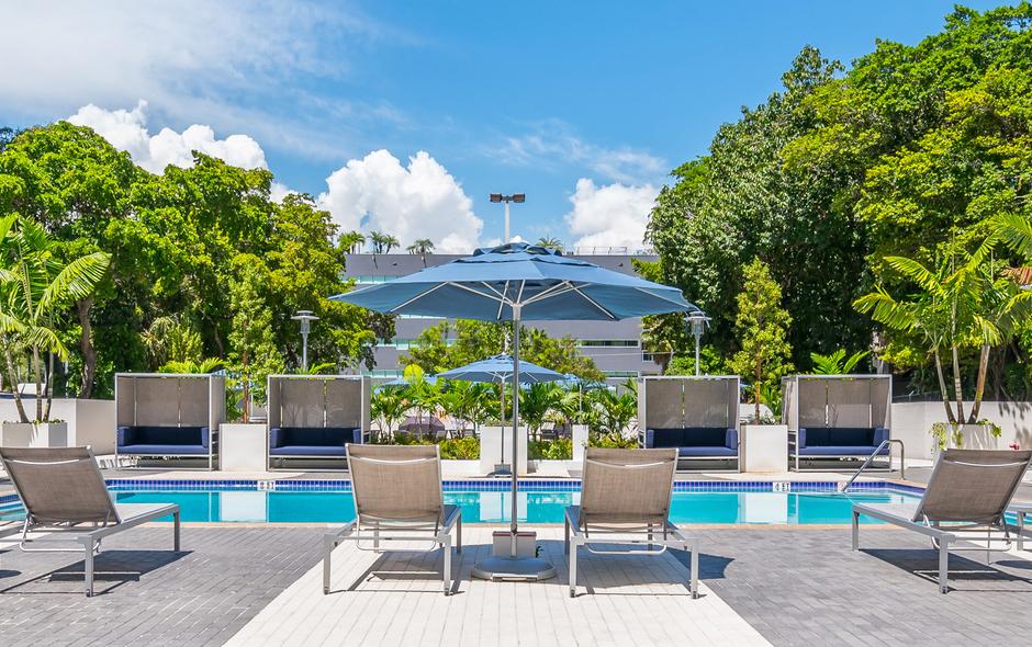 Pool-Bayshore Grove Apartments