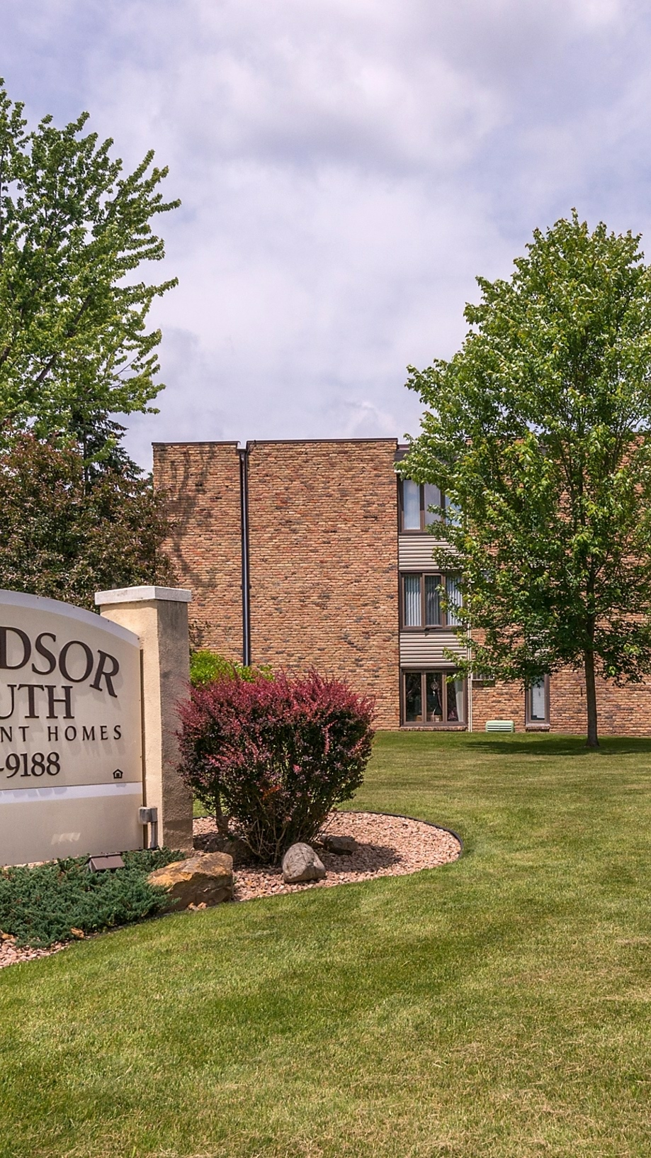 Windsor South Apartments in New Brighton, MN