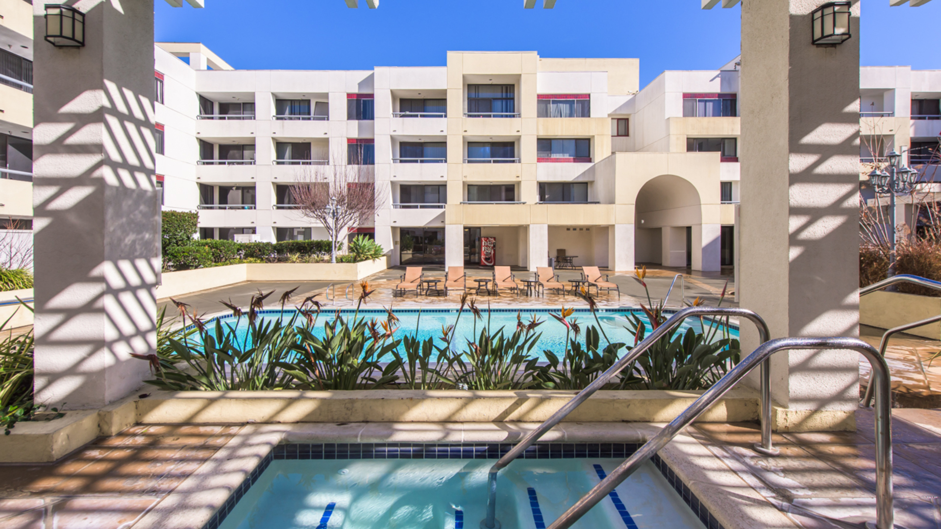 The Colonnade Apartments For Rent In San Jose, CA