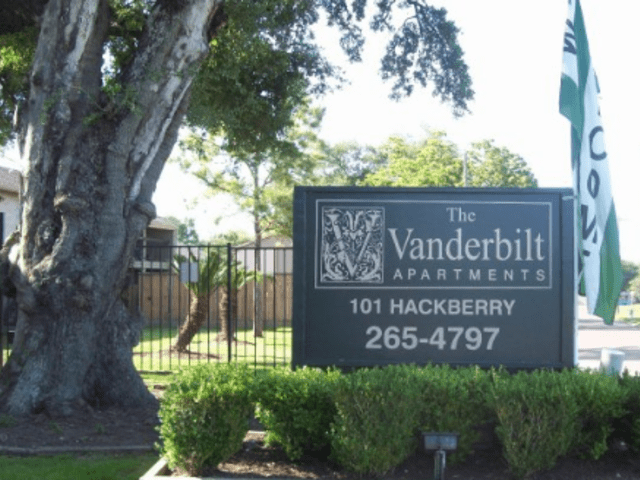 101 Hackberry Dr. Clute TX House Rental