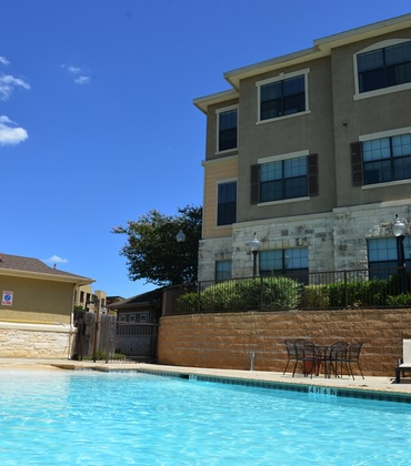 Stonehouse Apartments Amenities - Pool