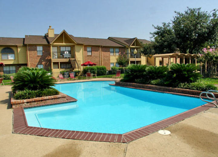 Strawbridge Apartments Pearland Tx
