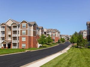 Clear Creek Apartment Homes | Overland Park, Kansas, 66221   MyNewPlace.com