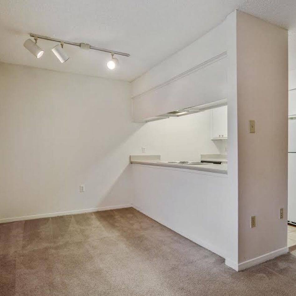 Apartments for rent in baton rouge la the warwick home dailygadgetfo Gallery