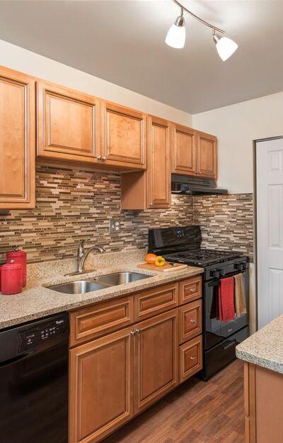 Pinewood Gardens Apartments - Norfolk, VA