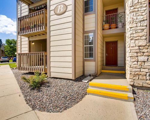 Chestnut Ridge - Image of a apartment building exterior, this community is garden style.