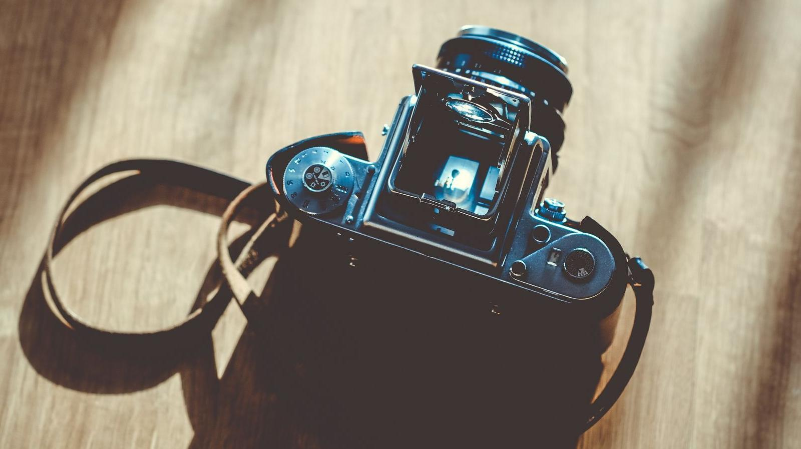 Villa Paloma - Stock photo of a camera sitting on a table