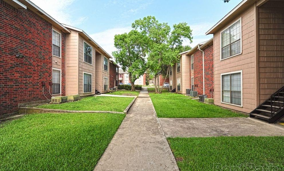 The Springs at 1100 Apartments