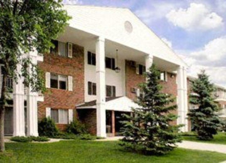 From $585. Colonial Heights Apartments Lincoln, NE 68516