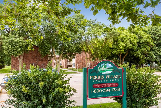 Perris village apartments for rent in eldridge ia for Design homes in eldridge iowa