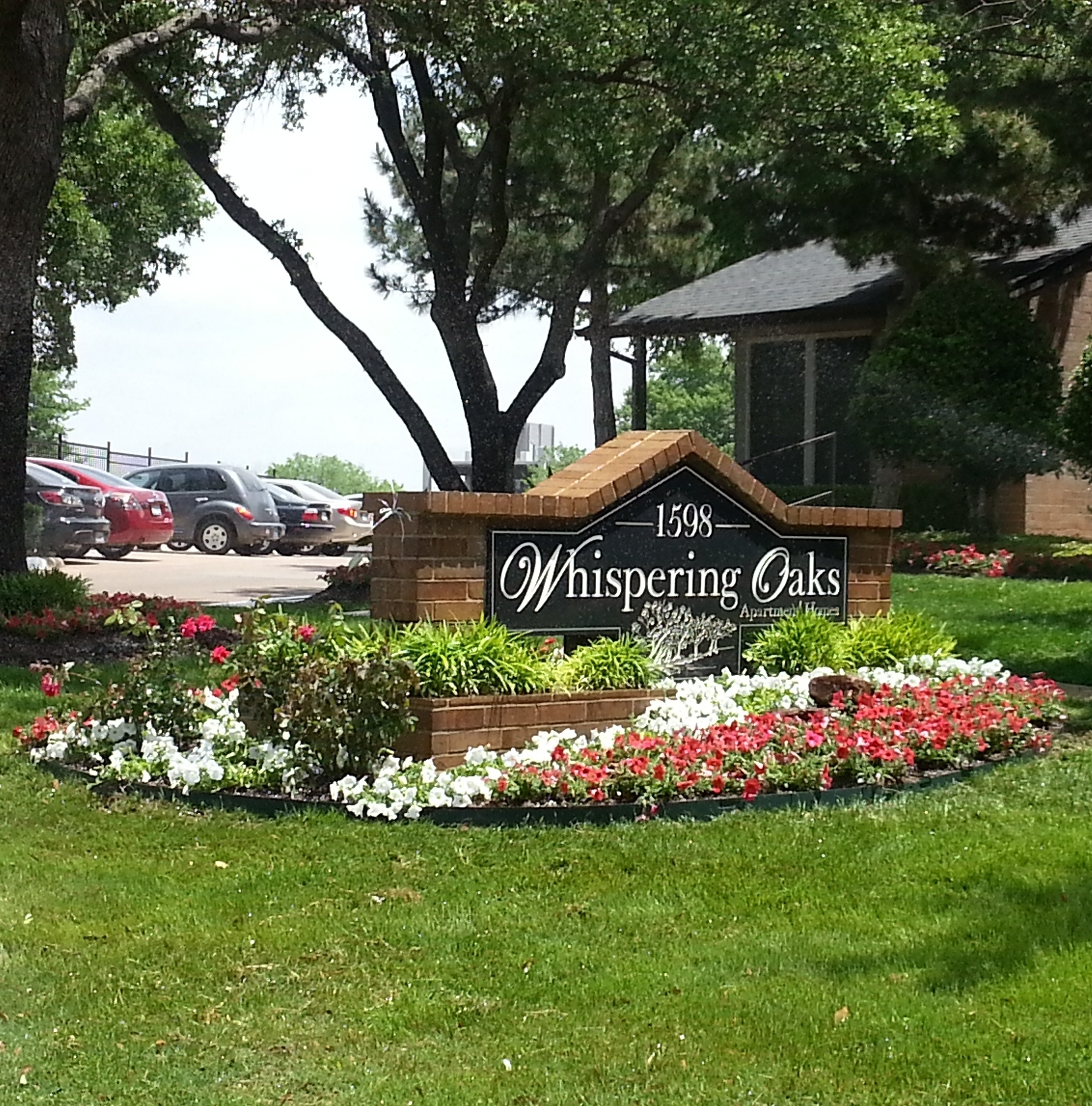 The Oaks Apartments North Dallas: Whispering Oaks Apartments