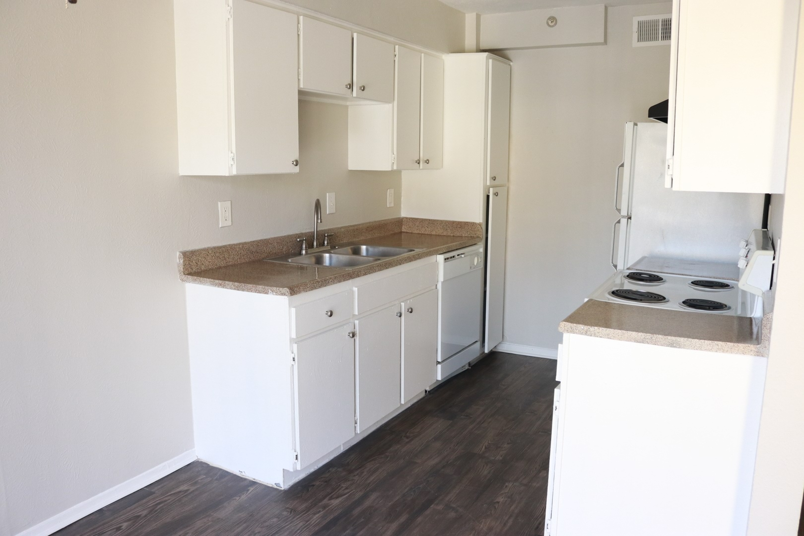 Village At The Crossroads Photo Gallery | Irving, TX Apartment Pictures