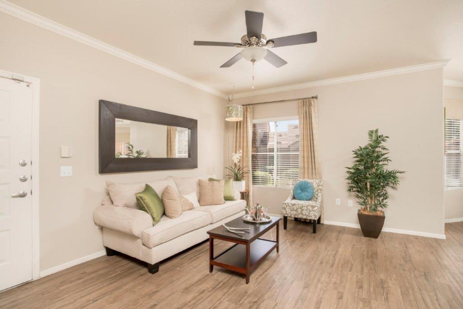 Pinnacle at Union Hills | Luxury Apartments Phoenix