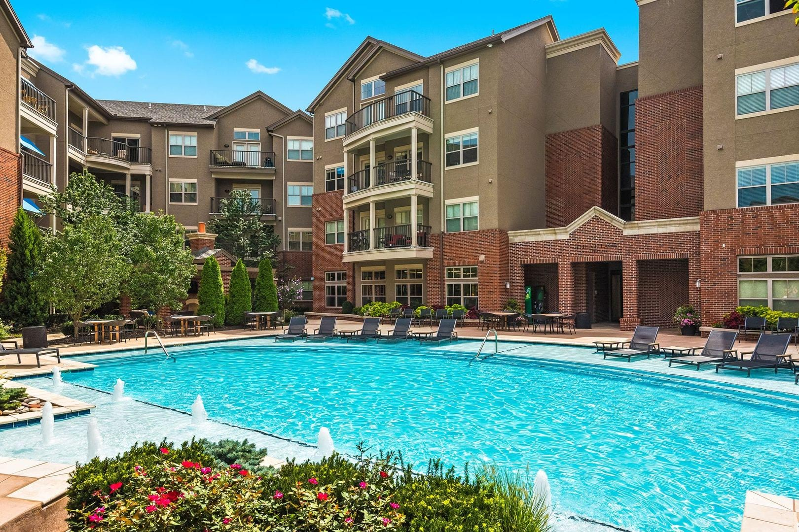 Luxury Apartments in Overland Park, KS | Village Mission Farms