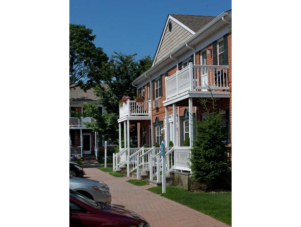 Fairfield Sunrise Gardens - Bohemia, NY Apartments for rent