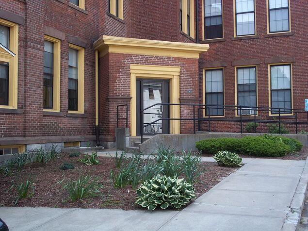 SCHOOLHOUSE APARTMENTS Photo