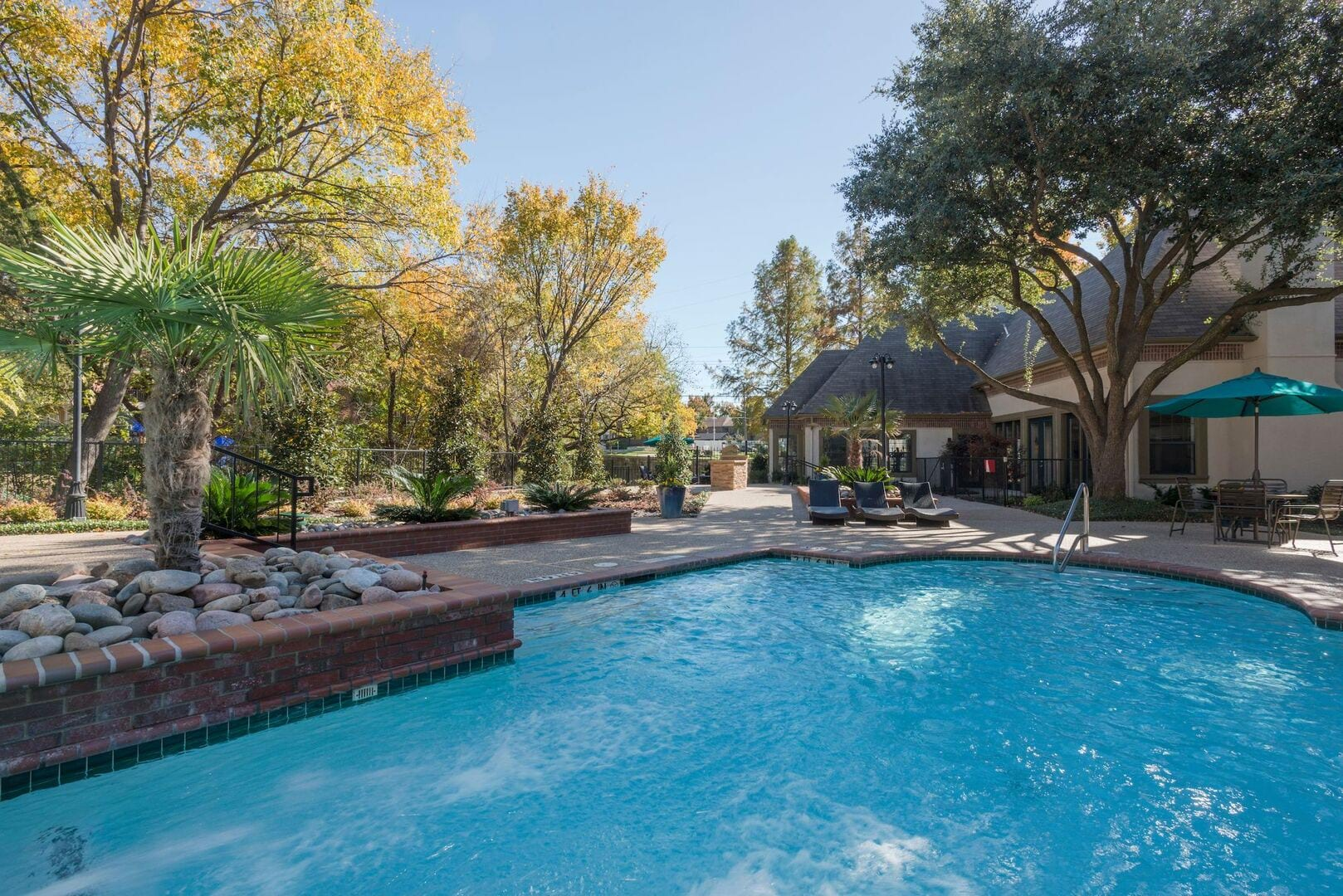 Chimney Hill Renovated Apartments In Dallas Tx