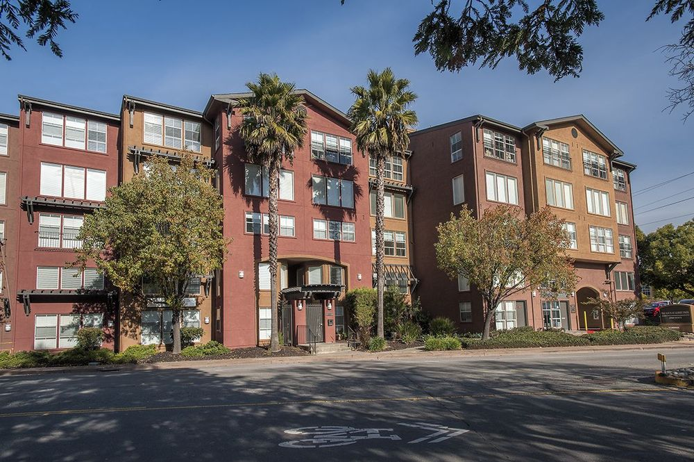 1 and 2 Bedroom Apartments in San Rafael, CA at Lofts at
