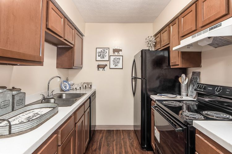 """alt=""""Lake Eden Apartments and Townhomes"""""""