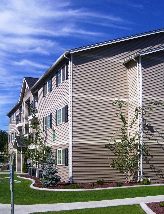 Spruce Street & Chestnut Court Apartments