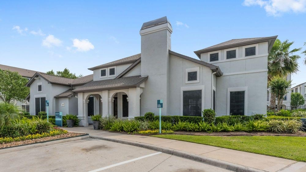 luxury apartments for rent near me in Conroe, TX; best apartments in Conroe; apartments north of The Woodlands